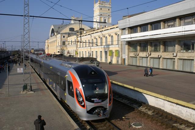 В Украине сломавшийся скоростной поезд «Hyundai» 3 часа морозил пассажиров посреди поля