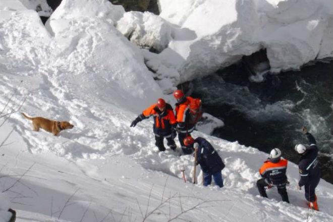 В Карпатах под лавину попали двое туристов