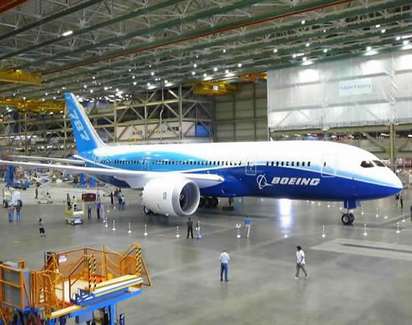Из-за пожара в новейшем авиалайнере, акции компании «Boeing» упали в цене