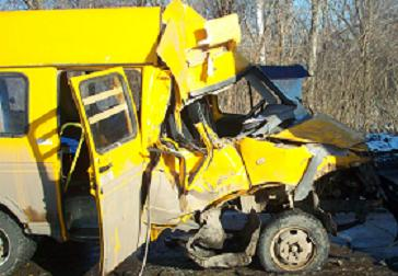 В Самарской области маршрутка столкнулась с грузовиком
