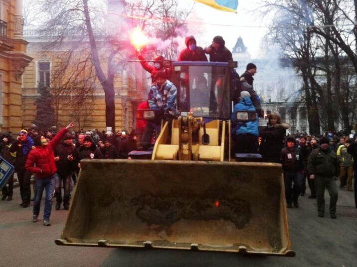 http://mir24.net/media/images/2013/12/byldozer-AP.jpg