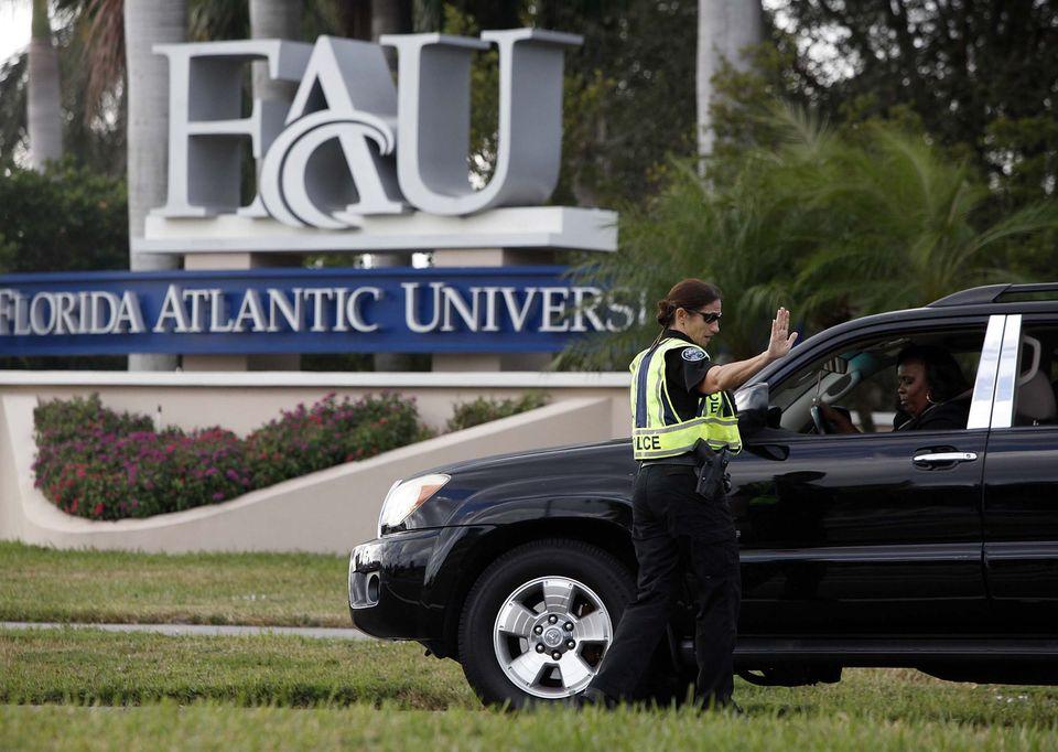 Во Флориде на крыше местного университета полиция застрелила вооруженного бомжа