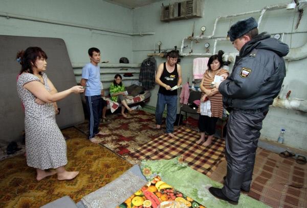 Дважды в месяц в Москве хотят проводить рейды по выявлению нелегалов