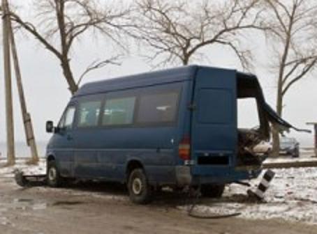В Кировоградской области маршрутка с пассажирами попала под поезд