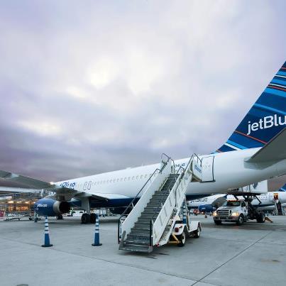 В Нью-Йоркском аэропорту столкнулись два пассажирских авиалайнера