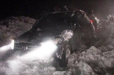 На трассе Оренбург-Орск почти 300 автомобилей застряли в снегу