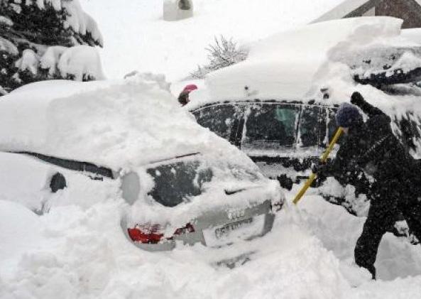 В Венгрии сотни автомобилей попали в снежный плен