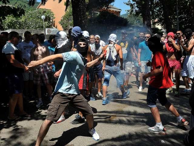 Первый гей-парад в Черногории забросали камнями