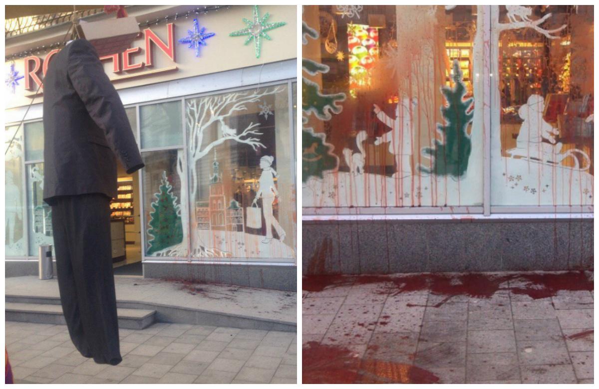 Фирменный магазин сладостей Roshen, вЛьвове, облили свиной кровью