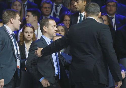 Медведева пришлось срочно эвакуировать с форума в Сколково – реакция соцсетей