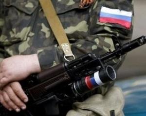 Жители Луганска избили российских военных за метание ножей в двери дома