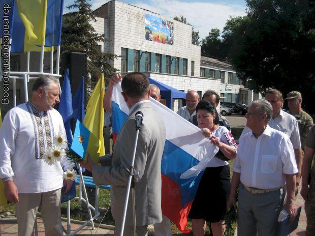 Жители Дружковки развернули флаг РФ возле мэра, как намек на его сепаратизм