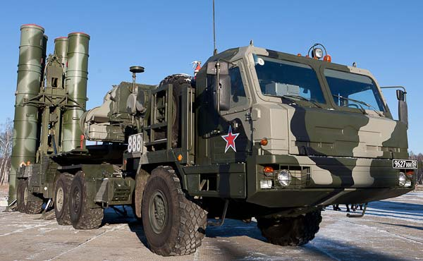 Россия перебрасывает в Крым ракетные системы С-400