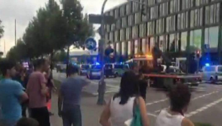 В Мюнхене в результате стрельбы в торговом центре погибли как минимум 15 человек