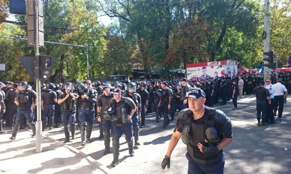 В Кишиневе полиция разгоняла митингующих слезоточивым газом