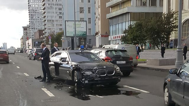 Автомобиль Суркова стал участником в ДТП в Москве
