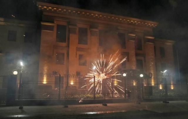 РФ направила ноту протеста по факту салютов возле здания посольства