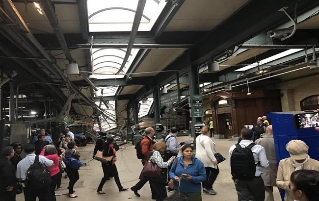 В результате аварии поезда в США погибли три человека, ранены более ста