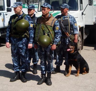 Военных РФ вывозят с Донбасса под конвоем