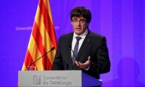 Президент Каталонии провозгласил независимость, подписав соответствующую бумагу