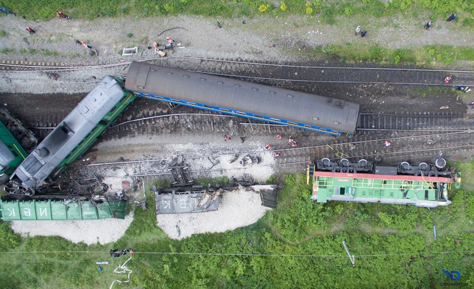 В интернете опубликовали снимки с места столкновения поездов в Хмельницкой области, сделанные с высоты птичьего полета