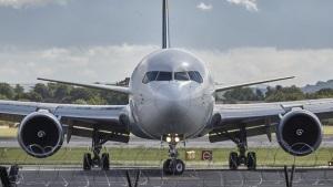 В Запорожье самолет приземлился на посадочную полосу с незастывшим бетоном