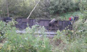 Пассажирский автобус сорвался с обрыва в Тернопольской области
