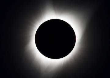 Полное солнечное затмение можно было наблюдать в США