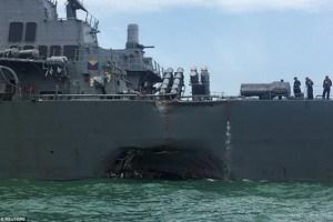 Появились первые кадры столкновения либерийского танкера с американским эсминцем