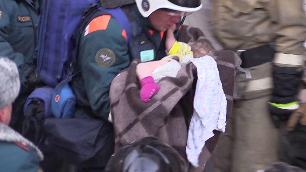 Состояние ребенка, извлеченного из-под завалов в Магнитогорске, улучшилось – Минздрав