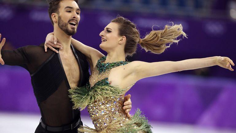 Фигуристка из Франции оголила грудь во время выступления на Олимпиаде