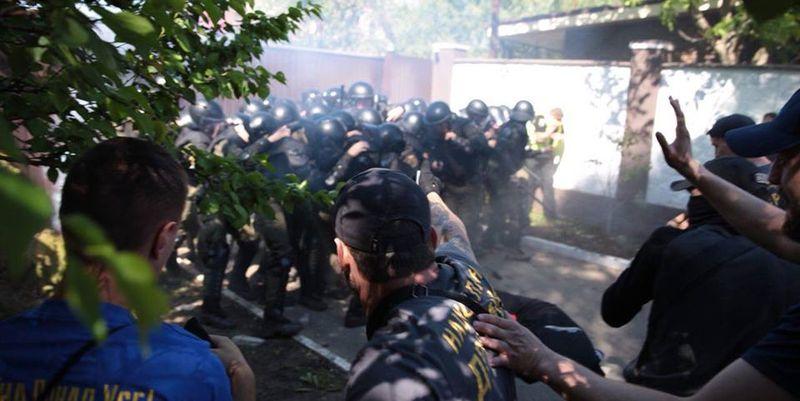 Под домом Левочкина произошли стычки «Нацкорпуса» с полицией