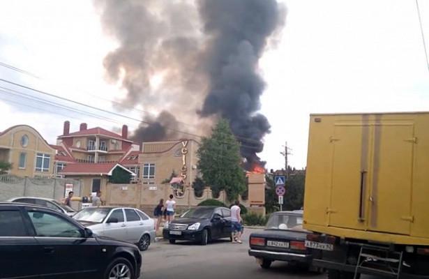 Из-за пожара в крымском пансионате пострадали люди