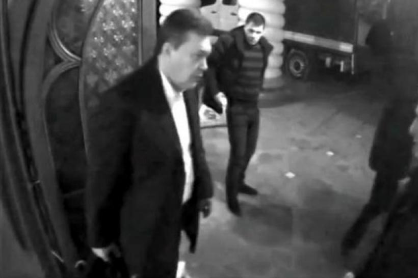 Янукович забрал из Межигорья только средства гигиены и несколько костюмов – Кобзарь