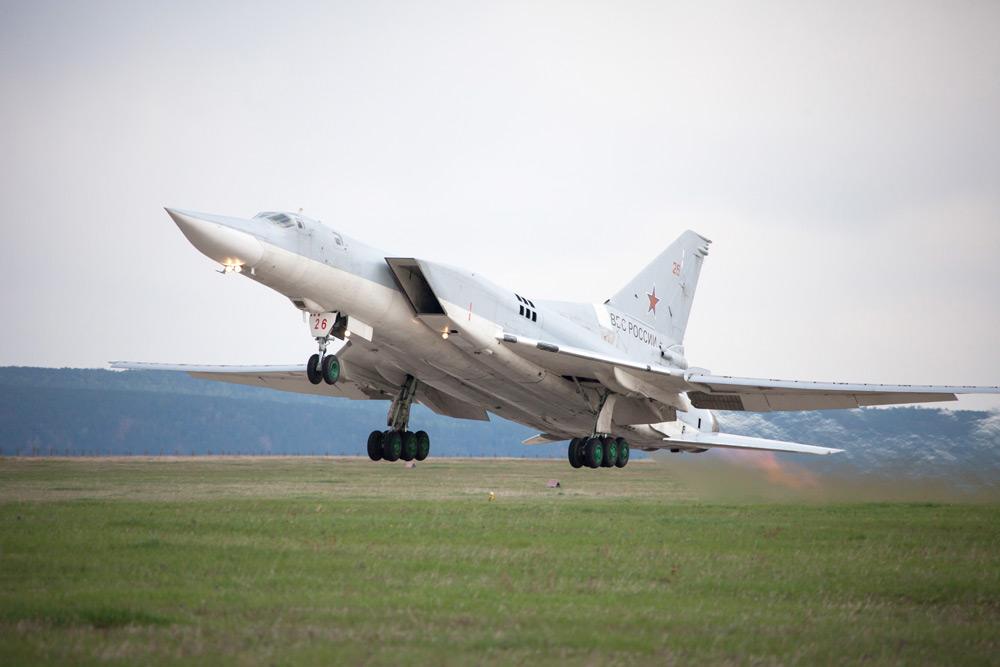 Три летчика стали жертвами крушения бомбардировщика в Заполярье