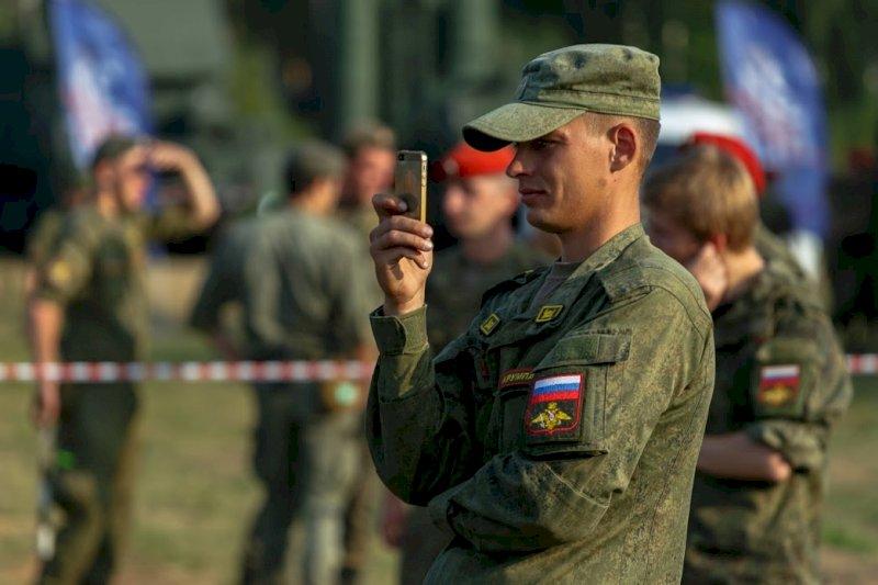 Президент России подписал закон, запрещающий военным использовать гаджеты
