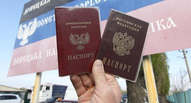 В Донецке люди выстроились в очередь за российскими паспортами
