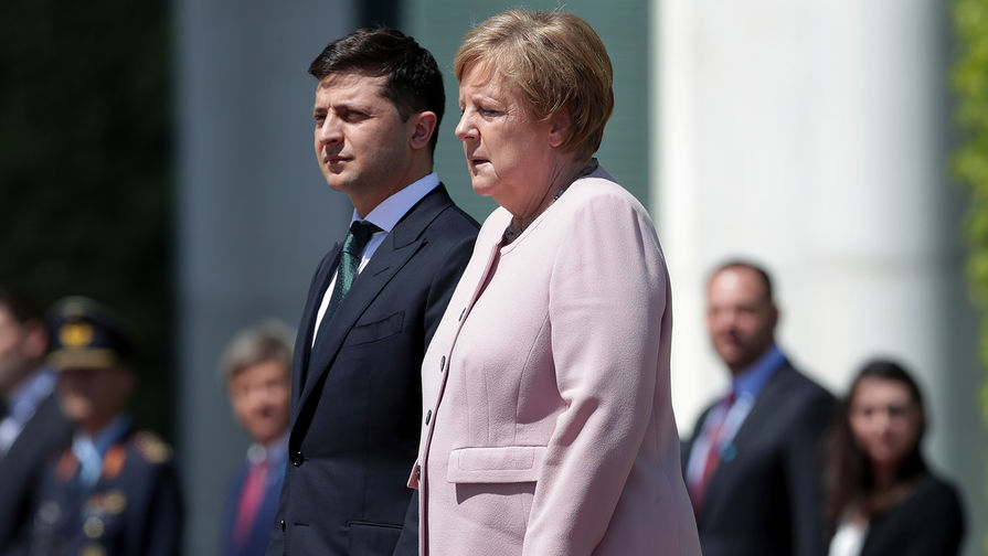 Ангеле Меркель во время встречи с Зеленским стало плохо