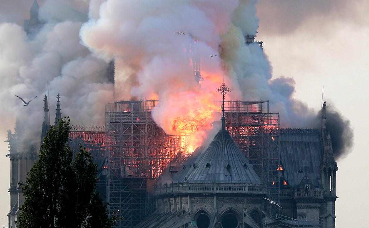 В прокуратуре Парижа назвали возможную причину возгорания в Нотр-Дам