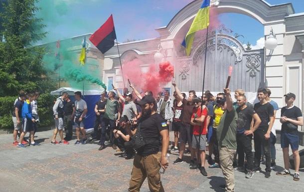 Возле дома Порошенко проходила акция протеста