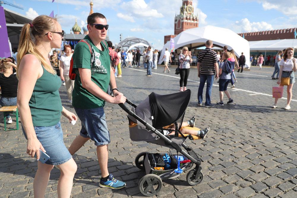 В Госдуме приняли закон о выплате пособий на детей до трех лет