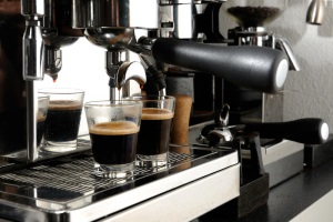 Чем кофеварка отличается от кофемашины и что лучше выбрать