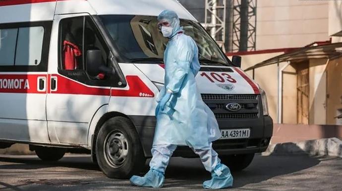 Стало известно количество госпитализированных больных коронавирусом в Украине